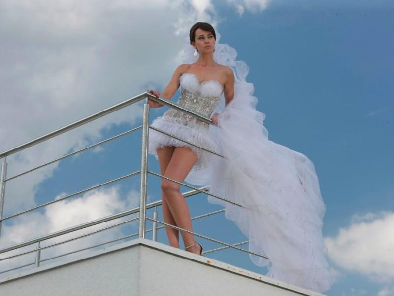 На свадьбе под юбками фото