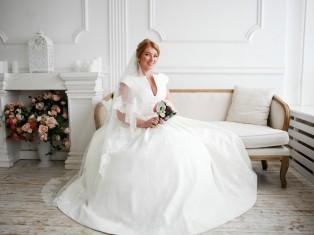 Индивидуальный пошив одежды: костюмы, свадебные и вечерние платья.