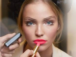 Модный макияж  весна-лето 2012