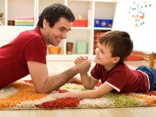 Муж в декрете: лентяй или заботливый отец?