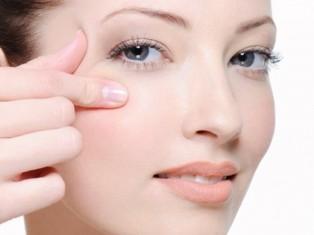 Сохраняем молодость кожи вокруг глаз