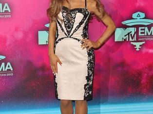 Звездные наряды на MTV EMA.