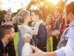 Что делает жених, пока невеста обдумывает свадьбу?