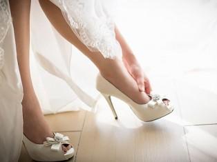 Свадебный салон: выбираем платье и обувь для невесты